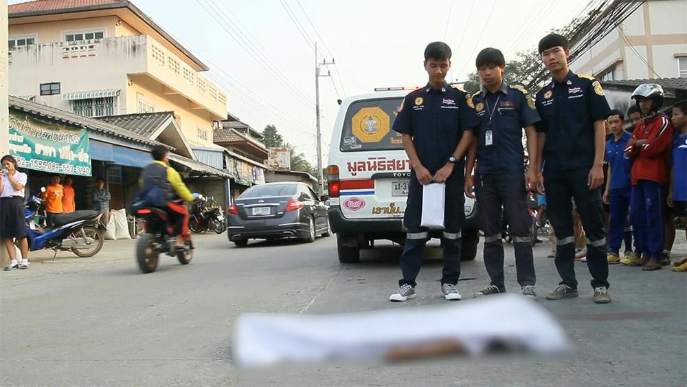 ระบะชนเด็กนักเรียนชั้น ป.1 ที่กำลังข้ามถนนไปซื้อขนมเสียชีวิตคาที่ ( 6 ก.พ.2561 )